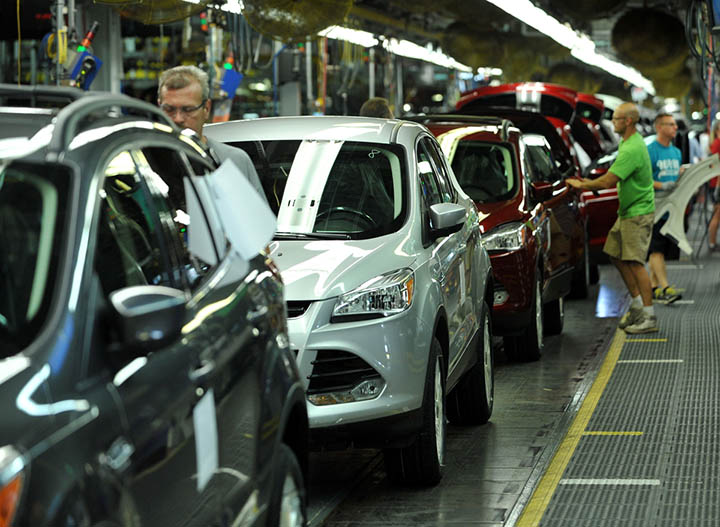 Workers at Ford's Louisville Assembly Plant assemble the all-new Escape after an employee celebration to mark the multi-million dollar transformation of the facility. (Photo by Sam VarnHagen/Ford Motor Co.)