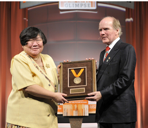Dr. Eugenia Wang receives the 2013 Alltech Medal of Excellence Award from Dr. Pearse Lyons, president of Alltech.