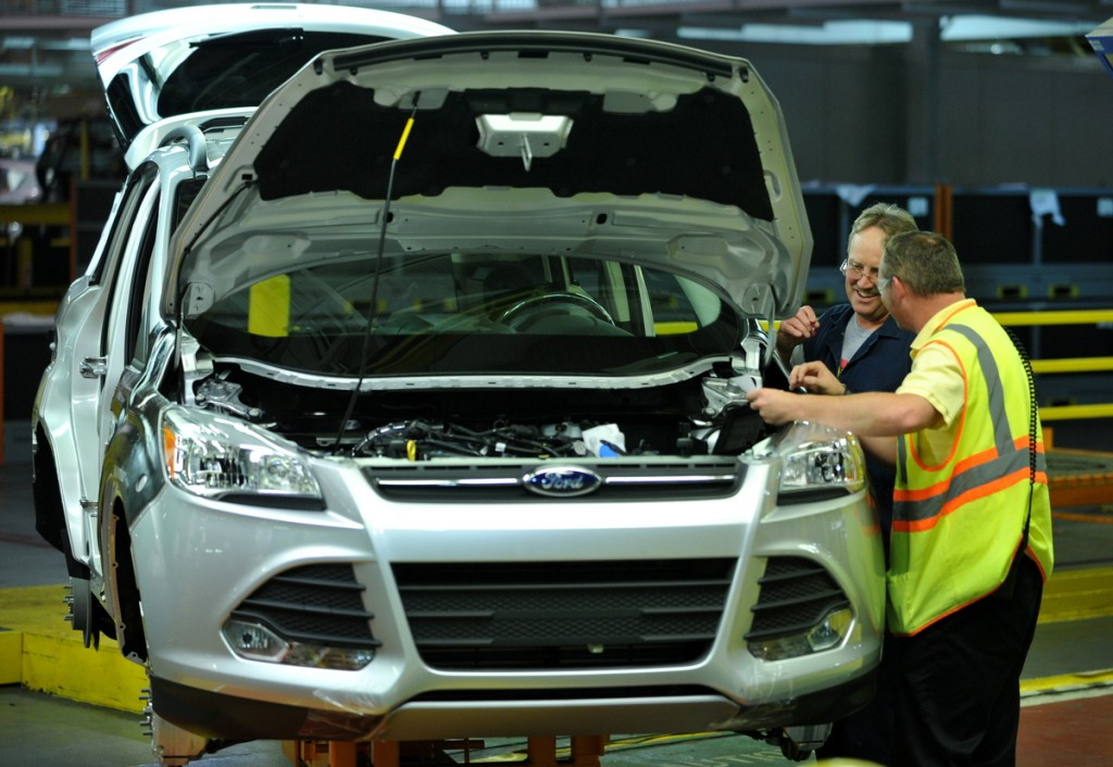 Workers at Ford's Louisville Assembly Plant assemble the Escape. (Photo courtesy of Ford.)