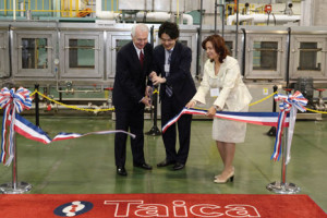 Gov. Steve Beshear joined Taica Corp. President and COO Taito Suzuki and Elena Masterson of Taica Cubic Printing Kentucky for a ribbon-cutting ceremony to celebrate the Taica's new manufacturing facility in Winchester. (Photo courtesy of Gov. Steve Beshear's office)