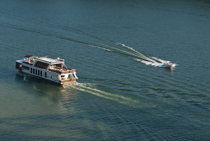 Houseboating is one of Lake Cumberland's biggest claims to fame, with the lake's many tranquil coves and inlets providing great places to anchor.