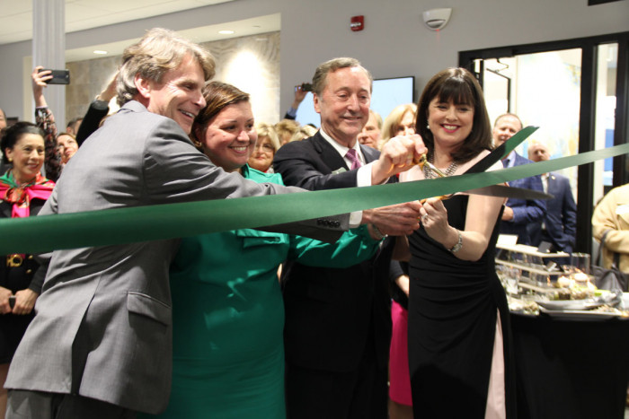 (L to R) Mike Moll, PNC; Sandra Frazier, Tandem Public Relations; Ed Glasscock, Frost Brown Todd; Cynthia Knapek, Leadership Louisville Center at the ribbon cutting.